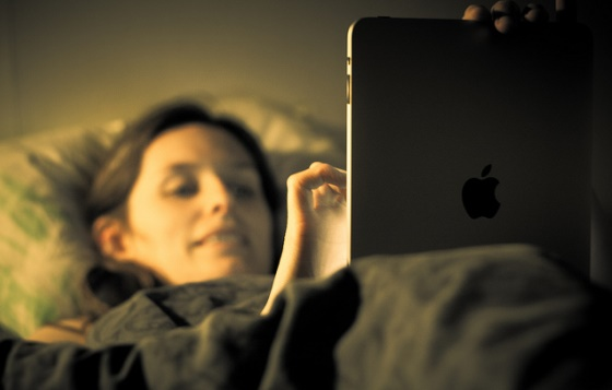 How To Use Gadgets At Night Without Disturbing Your Sleep Cycle