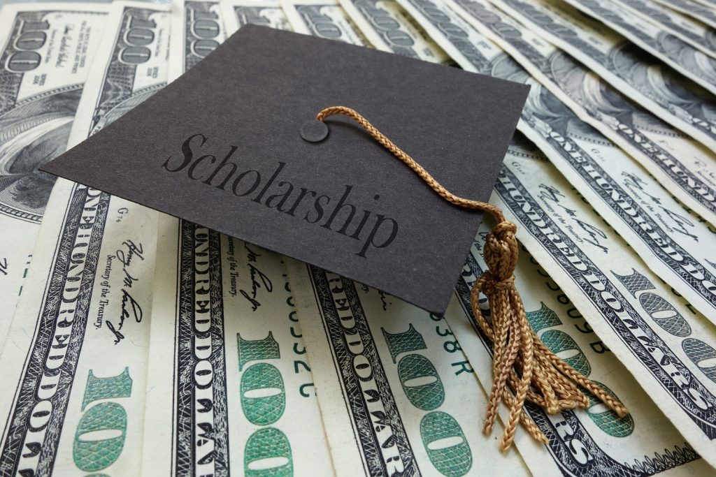 How Students Could Gain College Scholarships?