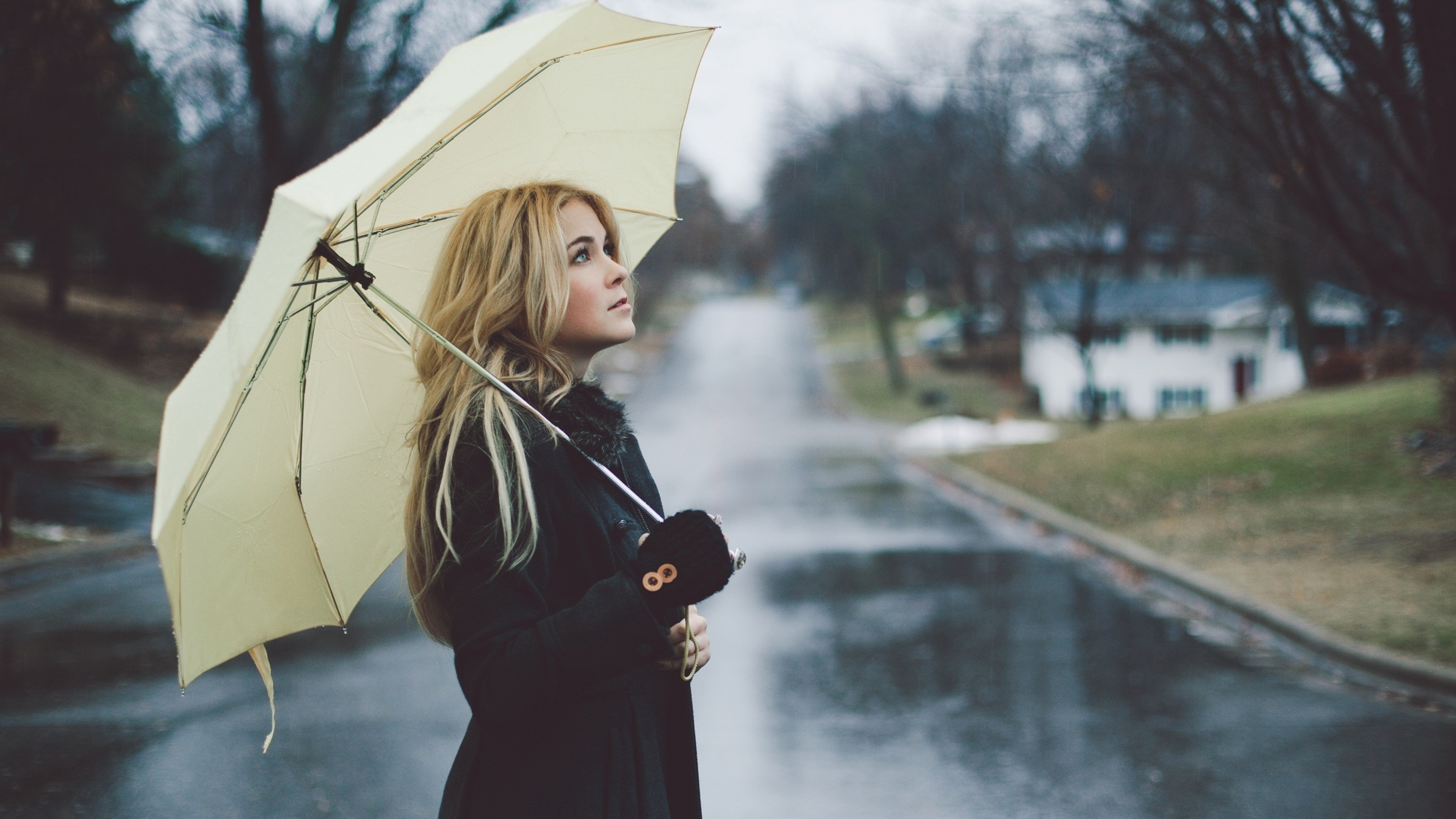 Dressing Tips For Working Women During Monsoon