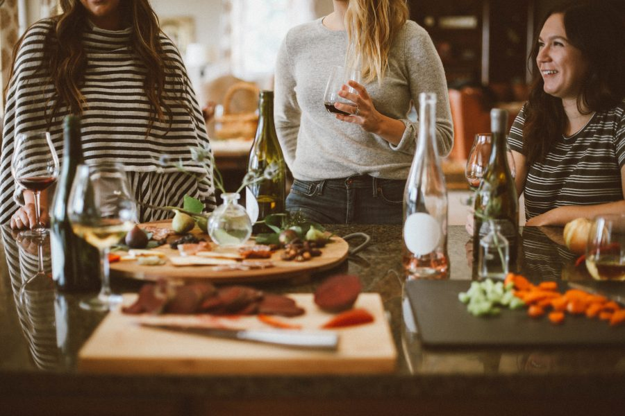 8 Super Tips For Becoming A Great Dinner Party Host